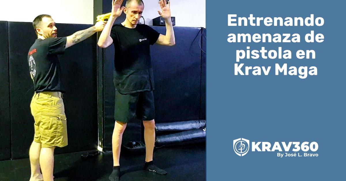 Entrenando amenaza con pistola en Krav Maga
